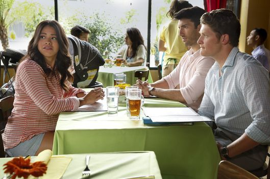 "Jane The Virgin -- ""Chapter Twenty-Four"" -- Image Number: JAV202a_0084.jpg -- Pictured (L-R): Gina Rodriguez as Jane, Justin Baldoni as Rafael and Brett Dier as Michael -- Photo: Greg Gayne/The CW -- © 2015 The CW Network, LLC. All rights reserved."