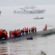 Prioritize saving lives, Chinese Premier tells capsized ship rescuers