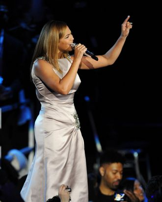 Beyonce sings as US President Barack Obama and his wife Michelle (not pictured) dance at the Neighborhood Ball January 20, 2009 in Washington, D.C., the first of ten inauguration balls.