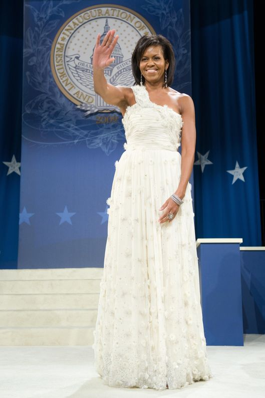 US First Lady Michelle Obama waves at the Southern Regional Inaugural Ball at the DC Armory in Washington, DC, early January 21, 2009.