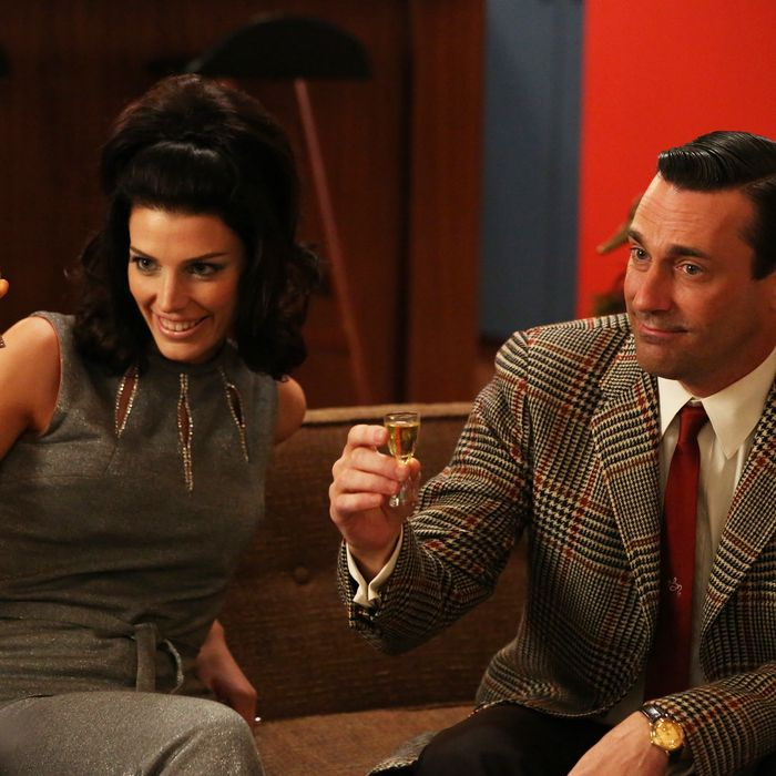 Megan Draper (Jessica Pare) and Don Draper (Jon Hamm) - Mad Men_Season 6, Episode 2_