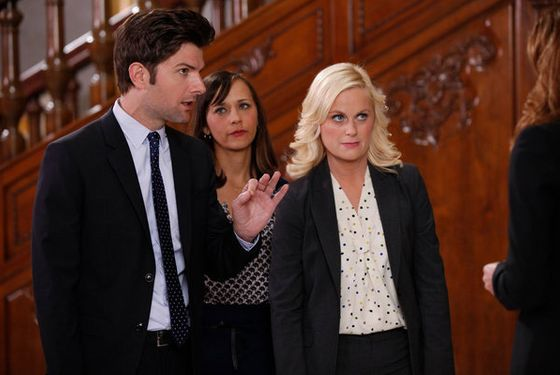 "PARKS AND RECREATION -- ""Bus Tour"" Episode 421 -- Pictured: (l-r) Adam Scott as Ben Wyatt, Rashida Jones as Ann Perkins, Amy Poehler as Leslie Knope -- (Photo by: Tyler Golden/NBC)"
