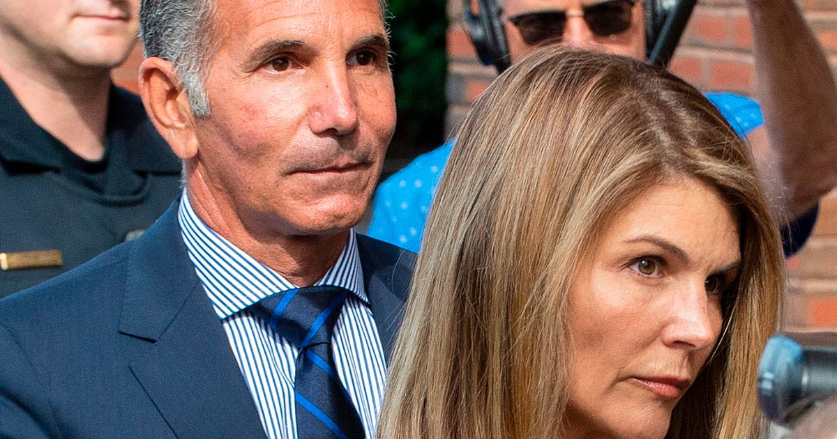 Lori Loughlin and Mossimo Allegedly Rejected USC's Offer to Donate Their Kids' Way Into College
