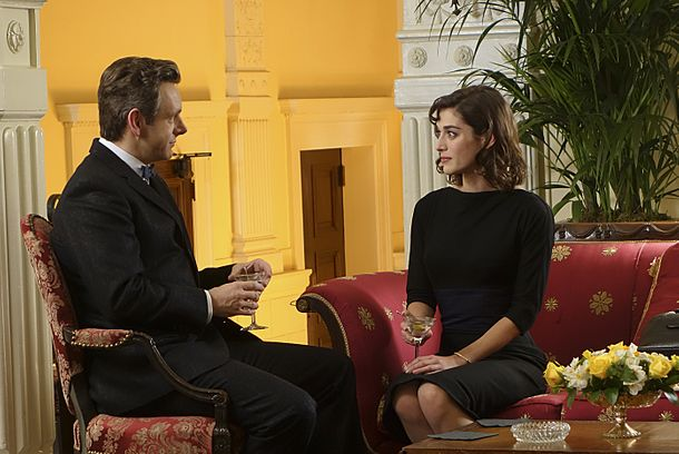 Michael Sheen as Dr. William Masters and Lizzy Caplan as Virginia Johnson in Masters of Sex (season 2, episode 1) - Photo: Michael Desmond/SHOWTIME - Photo ID: MastersofSex_201_0552