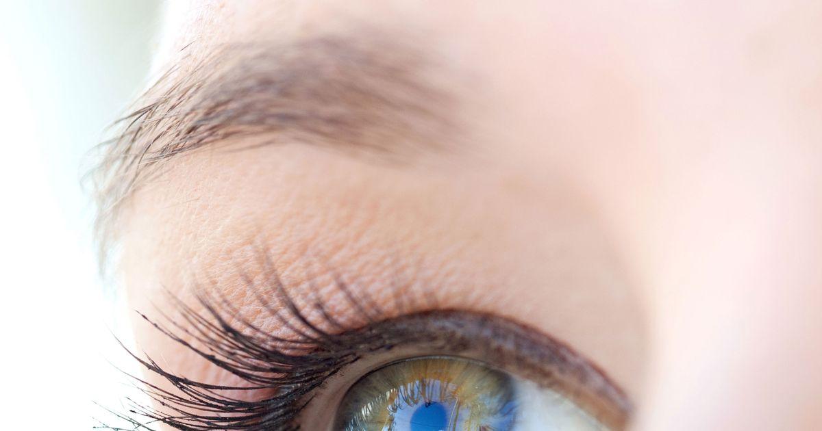 8 Beauty Tricks to Get Whiter Eyeballs