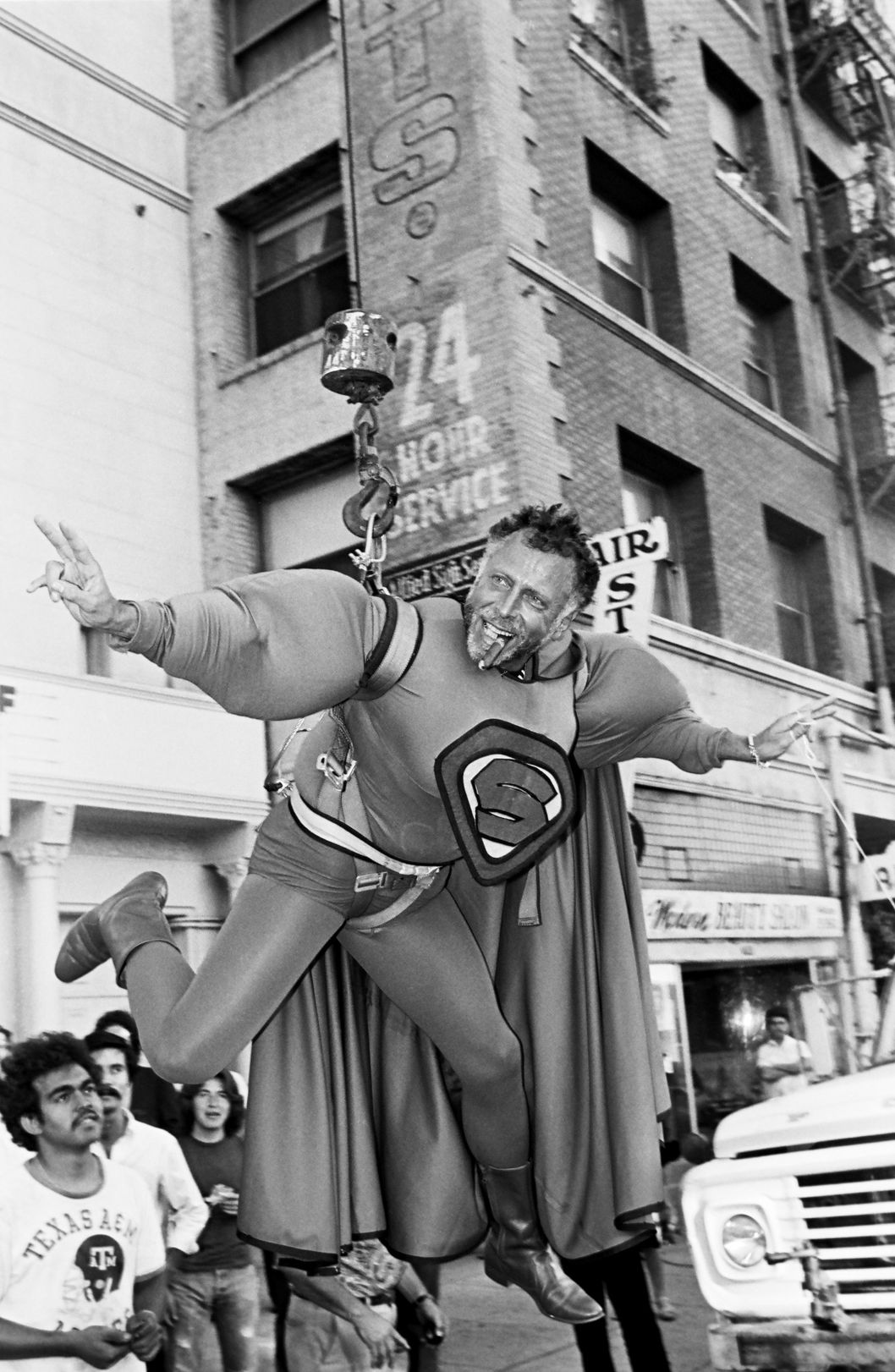 Screw Magazine publisher, Al Goldstein, entertains a crowd of onlookers outside the 1980 Hollywood, California, Adult Entertainment Awards held at the Palladium.
