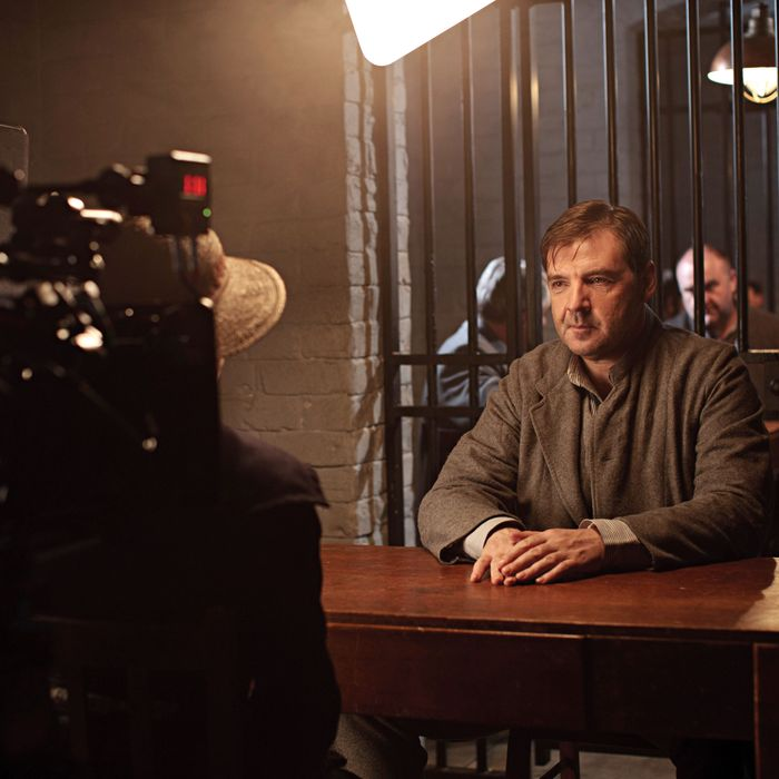 ITV1 Drama, Downton Abbey Series 3. Episode 1Behind the scenes with Brendan Coyle as BatesThe third series, set in 1920, sees the return of all the much loved characters in the sumptuous setting of Downton Abbey. As they face new challenges, the Crawley family and the servants who work for them remain inseparably interlinked? Carnival Film & Television Limited