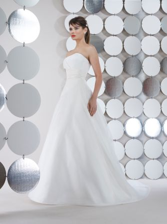 25c304b0d0 NYC Bridal Gown Stores - New York Weddings Guide