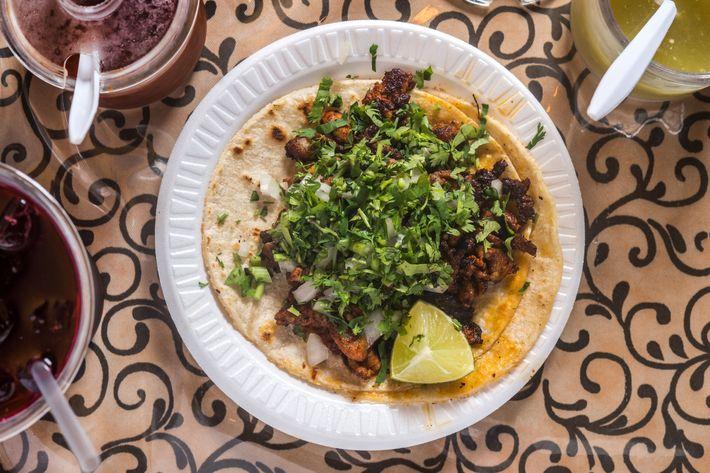Taqueria Cocoyoc's carne enchilada taco.