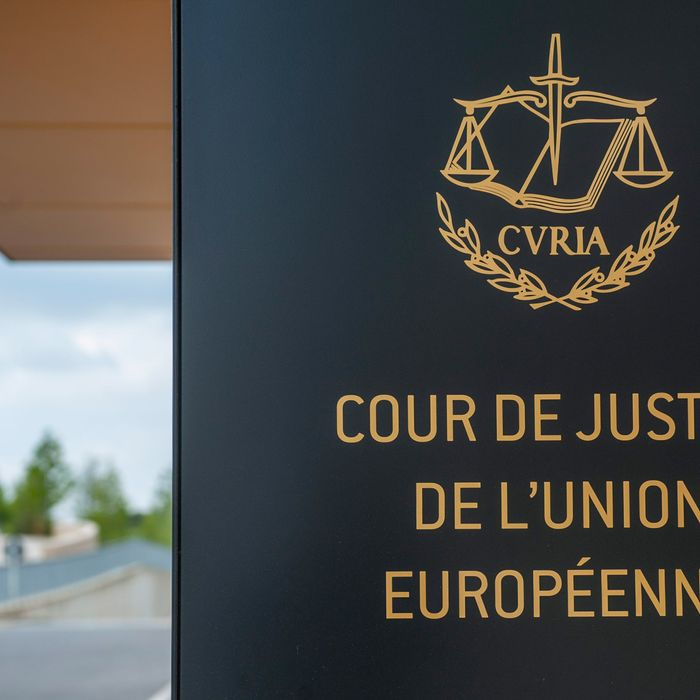 epa04279587 View of the court's entrance building prior to the hearing of the Shepherd case at the European Court of Justice in Luxembourg, Luxembourg 25 June 2014. Andre Shepherd is a US Army specialist and deserter who applied for asylum in Germany in 2008. Mr. Shepherd is the first US deserter to seek asylum in Europe. EPA/NICOLAS BOUVY