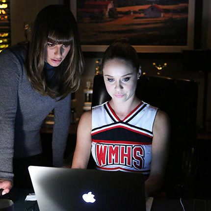 GLEE: Kitty (Becca Tobin, R) helps Rachel (Lea Michele, L) find the perfect set list to win in the
