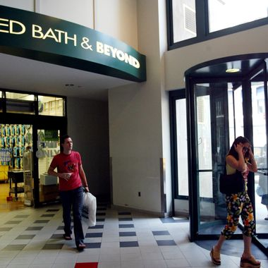 The interior entrance of a Bed Bath & Beyond store
