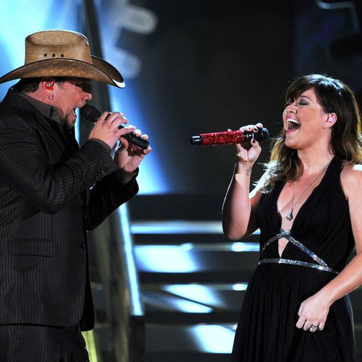 Singers Jason Aldean (L) and Kelly Clarkson perform onstage at the 54th Annual GRAMMY Awards