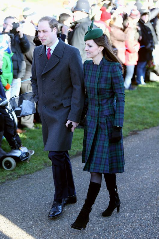 KING'S LYNN, ENGLAND - DECEMBER 25:  Prince William, Duke of Cambridge and Catherine, Duchess of Cambridge arrive for the Christmas Day service at Sandringham on December 25, 2013 in King's Lynn, England.  (Photo by Chris Jackson/Getty Images)