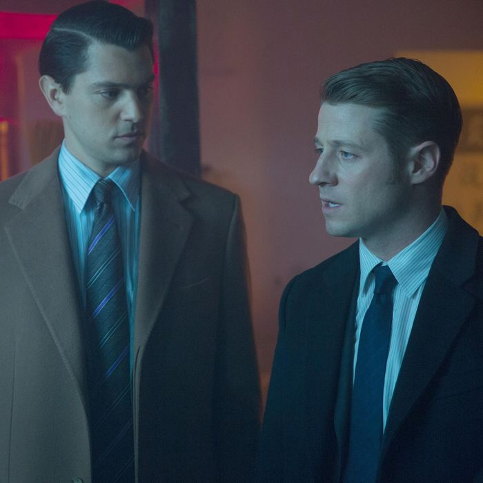 GOTHAM: Gordon (Ben McKenzie, R) and Dent (guest star Nicholas D'Agosto, C) interview a suspect (guest star Perry Yung, L) in the