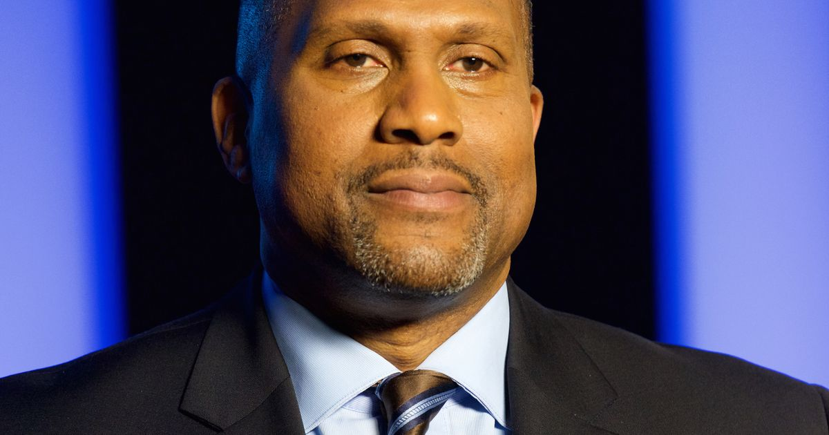 love wins essays for tavis smiley Additionally, there is a clear reality in the life of tavis smiley, one that he cannot ignore: the covenant with black america, the state of the black union conference, the pass the mic tour, and everything else tavis has done was created with the express objective of obtaining revenue and profitability for his corporate sponsors.