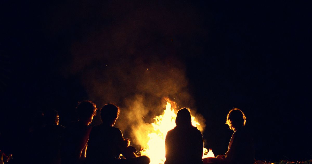 There's a Scientific Explanation for Why Fires Are So Romantic
