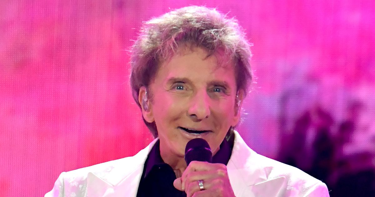 Not Even a Hurricane Can Keep Barry Manilow From Performing thumbnail