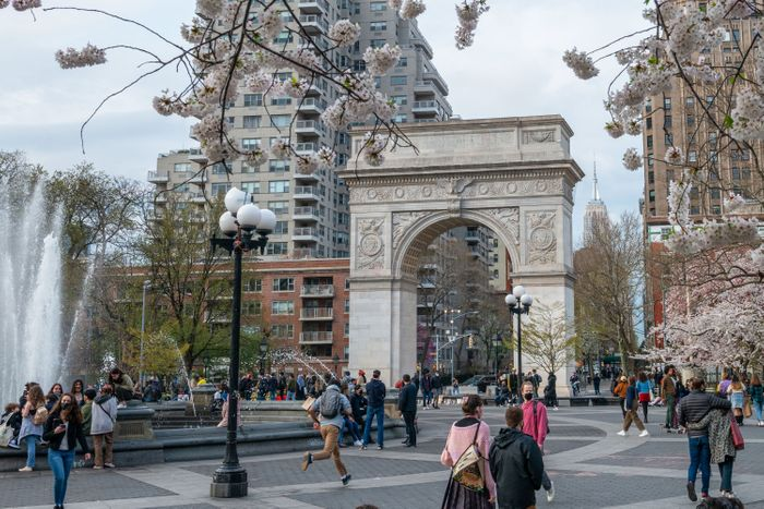 Washington Square Park arch and people around it