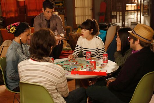 "NEW GIRL:  Jess (Zooey Deschanel, third from R) and Schmidt (Max Greenfield, third from L) hang out with their new neighbors (Guest stars:  Charlie Saxton (R), Jinny Chung (second from R), Jasmine Di Angelo, second from L) in the ""Neighbors"" episode of NEW GIRL airing Tuesday, Oct. 9 (9:00-9:30 PM ET/PT) on FOX."