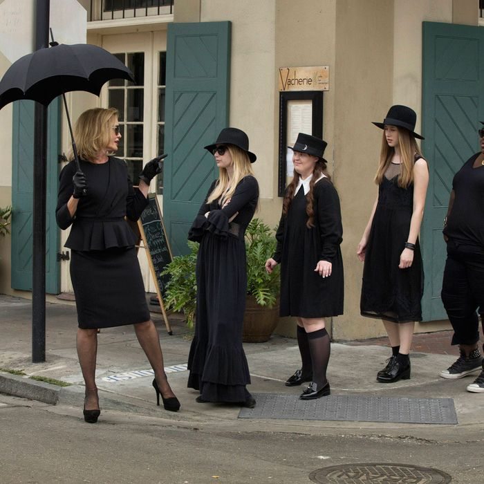 AMERICAN HORROR STORY: COVEN Bitchcraft