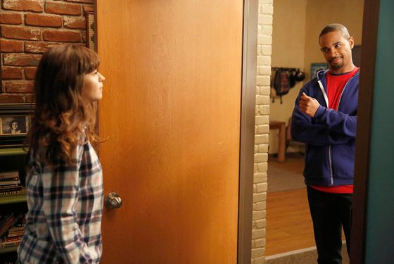 "NEW GIRL:  Jess (Zooey Deschanel, L) tries to bond with Coach (guest star Damon Wayans, Jr., R) in the ""TBD"" episode of NEW GIRL airing Tuesday, Jan. 14 (9:00-9:30 PM ET/PT) on FOX."