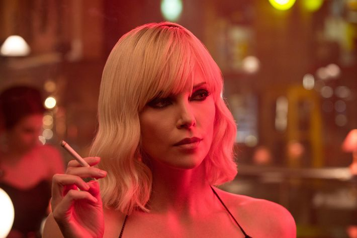 People Love Charlize Theron Atomic Blonde Fight Scenes