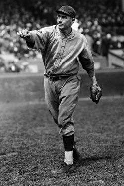 27 Sep 1927 --- Pie Traynor Throwing a Baseball