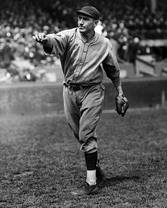 27 Sep 1927 --- Pie Traynor Throwing a Baseball