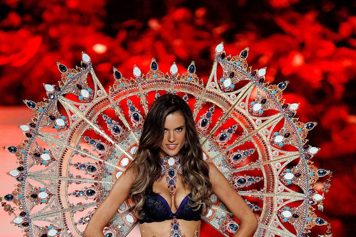 Alessandra Ambrosio, secretly pregnant at the 2011 Victoria's Secret Show.