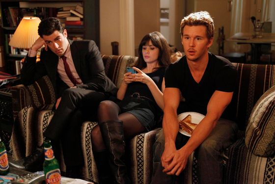 "NEW GIRL:  Jess (Zooey Deschanel, C) meets Oliver (guest star Ryan Kwanten, R) when she goes out on Valentne's Day looking for an attachment-free fling in the ""Valentine's Day"" episode of NEW GIRL airing Tuesday, Feb. 14 (9:00-9:31 PM ET/PT) on FOX.  Also pictured:  Max Greenfield (L).  ©2012 Fox Broadcasting Co.  Cr:  Greg Gayne/FOX"