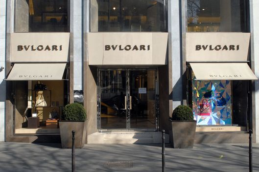 A picture taken on March 7, 2011 in Paris shows the shop windows of a store of the Italian to-end jeweller Bulgari.
