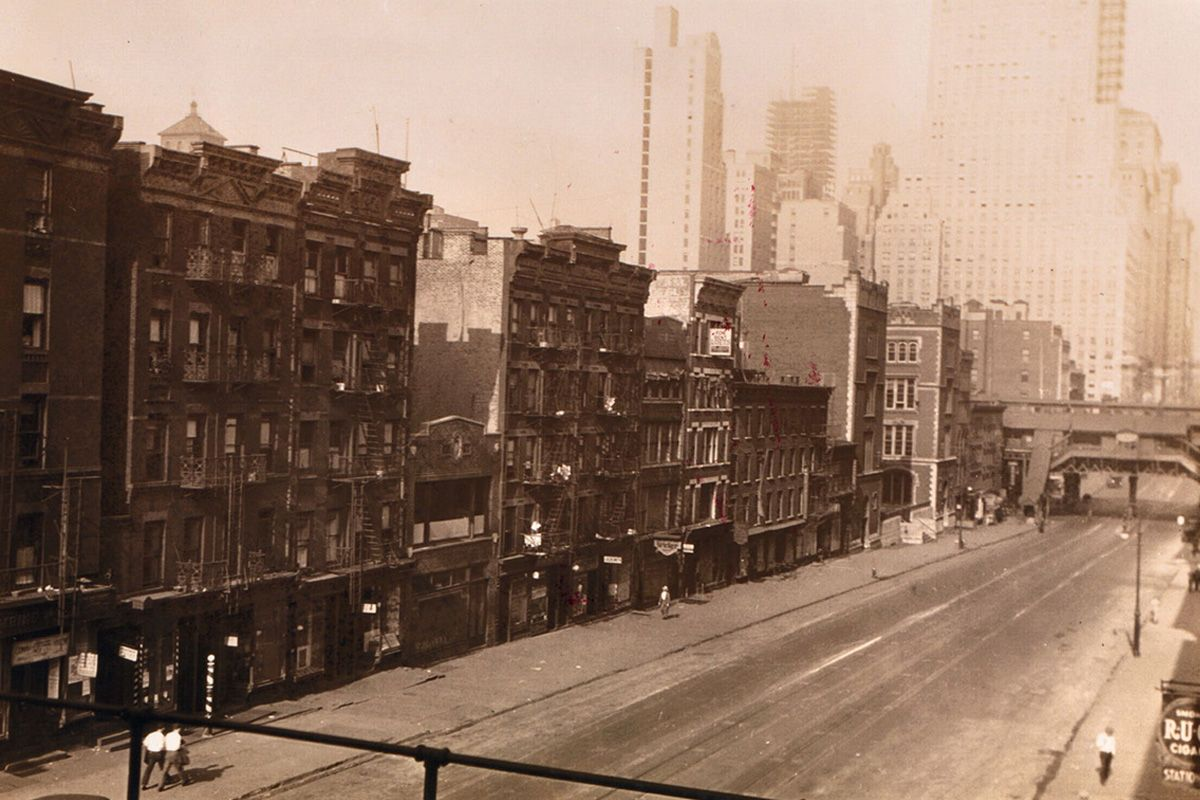 "<span class=""clay-designed kiln-phrase"">ca. 1928</span>42nd Street, as seen from the Second Avenue el, in the year before construction was to start on the News Building."