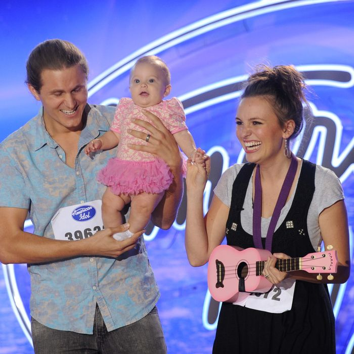 AMERICAN IDOL XV: Atlanta Auditions: AMERICAN IDOL will begin its 15th – and farewell – season with a special two-night, four-hour premiere event Wednesday, Jan. 6 (8:00-10:00 PM ET/PT) and Thursday, Jan. 7 (8:00-10:00 PM ET/PT) on FOX. AMERICAN IDOL XV continues on Wednesdays (8:00-9:00 PM ET/PT) and Thursdays (8:00-10:00 PM ET/PT). Pictured: Contestants Jordan (L) and Alexandra (R) Sasser audition in front of the judges at AMERICAN IDOL XV. © 2016 Fox Broadcasting Co. Cr: Michael Becker / FOX.