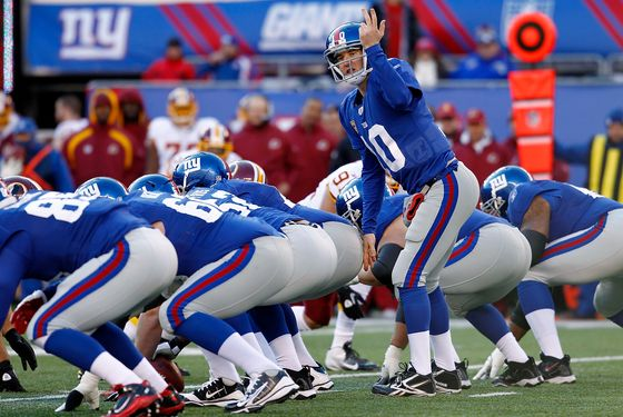 EAST RUTHERFORD, NJ - DECEMBER 18:   Eli Manning #10 of the New York Giants calls a play during a game against the Washington Redskins at MetLife Stadium on December 18, 2011 in East Rutherford, New Jersey.  (Photo by Jeff Zelevansky/Getty Images)