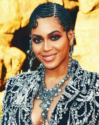 Beyonc 233 Wore Finger Wave Braids To The Lion King Premiere