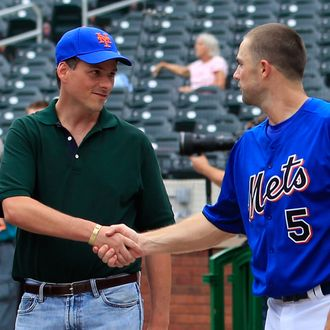 NEW YORK - AUGUST 06: David Wright #5 of the New York Mets shakes hands with prospective Mets owner David Einhorn during batting practice before a Major League Baseball game against the Atlanta Braves at Citi Field on August 6, 2011 in the Flushing neighborhood of the Queens borough of New York City. (Photo by Paul Bereswill/Getty Images)