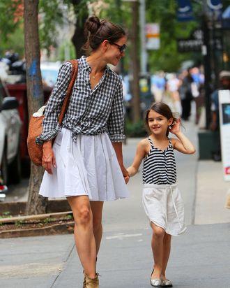 Mom/daughter lean.