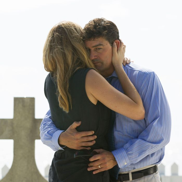 Jacinda Barrett as Diana, Kyle Chandler as John.