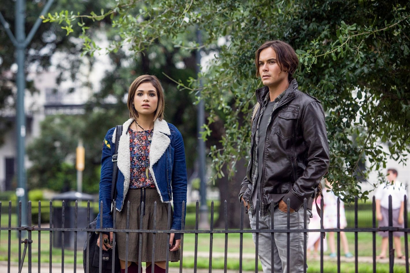 Tv Review Pretty Little Liars Spinoff Ravenswood Is Scarily Routine