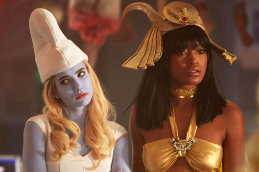 "SCREAM QUEENS: L-R: Emma Roberts and Keke Palmer in the all-new ""Halloween Blues"" episode of SCREAM QUEENS airing Tuesday, Oct. 18 (9:01-10:00 PM ET/PT) on FOX. Cr: Michael Becker / FOX. © 2016 FOX Broadcasting Co."