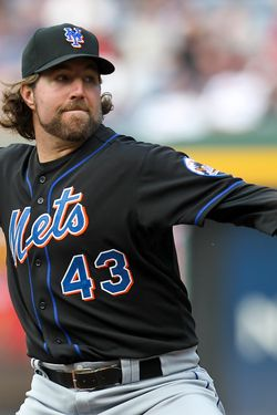ATLANTA, GA - SEPTEMBER 17: R.A. Dickey #43 of the New York Mets pitches in the second inning of the game against the Atlanta Braves at Turner Field on September 17, 2011 in Atlanta, Georgia. (Photo by Daniel Shirey/Getty Images)