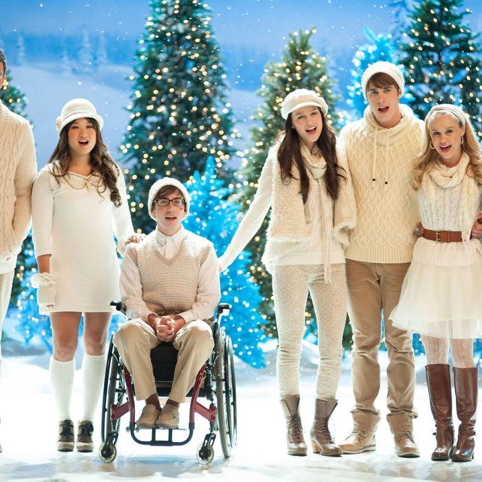 GLEE: L-R: Finn (Cory Monteith), Tina (Jenna Ushkowitz), Artie (Kevin McHale), Marley (Melissa Benoist), Ryder (Blake Jenner), Kitty (Becca Tobin) and Joe (Samuel Larsen) perform in the