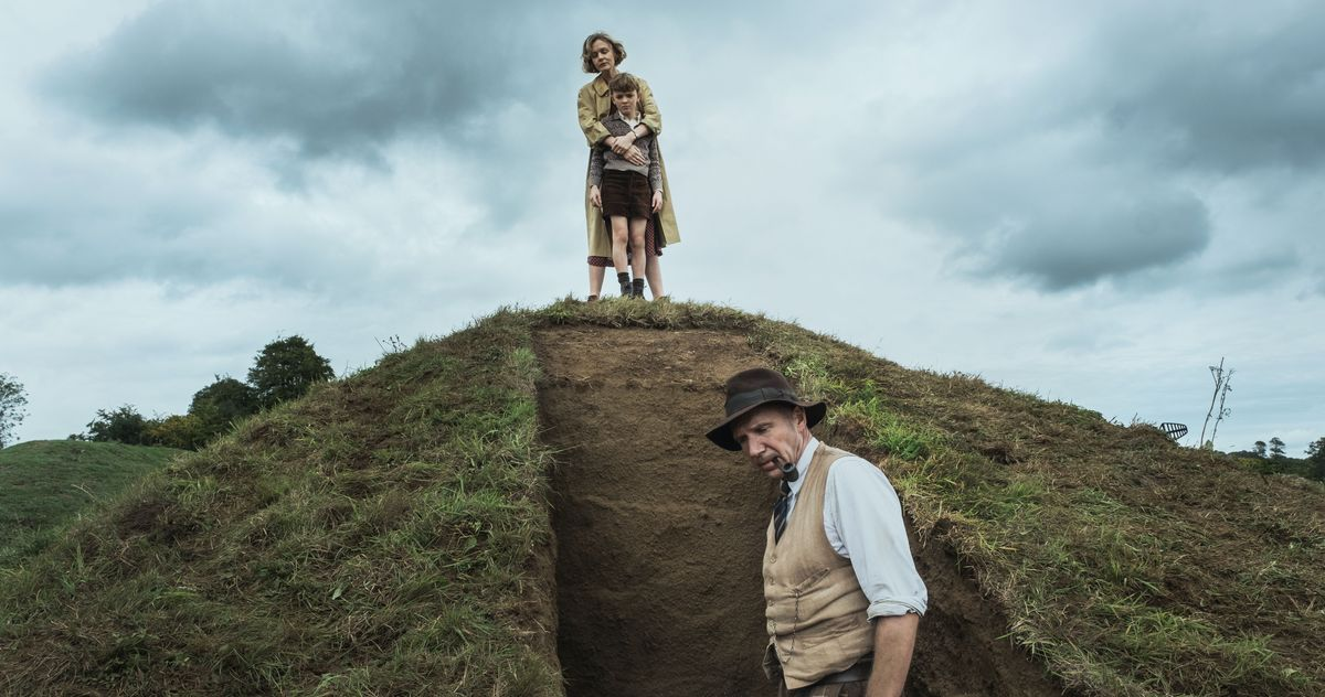 Review: Netflix's The Dig with Ralph Fiennes, Carey Mulligan