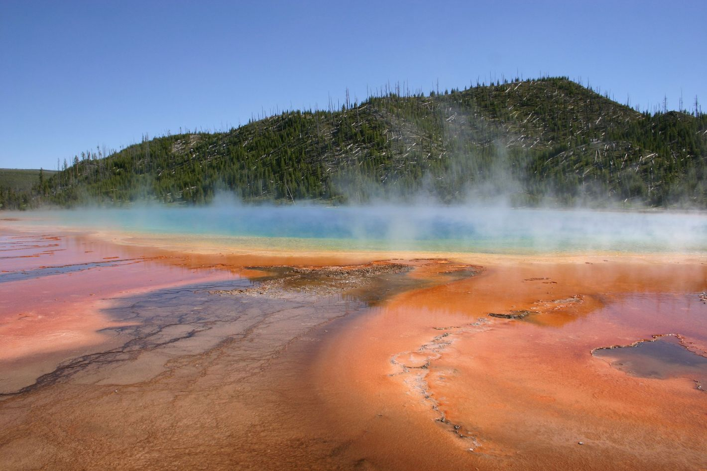 yellowstone super volcano Three videos featuring a usgs scientist who explains the historic and current volcanic activity beneath yellowstone park.