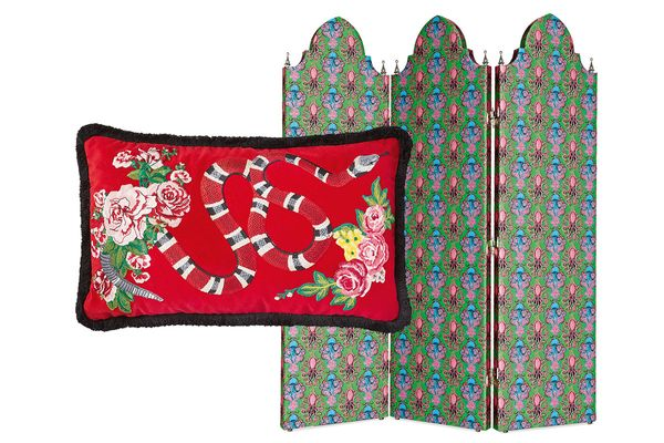 """Gucci Décor screen in """"Green Paradise"""" printed fabric and velvet cushion with snake embroidery"""