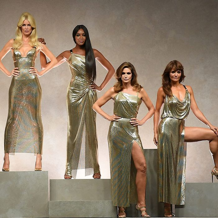 38c522ade5d Versace s Ultimate Supermodel Reunion