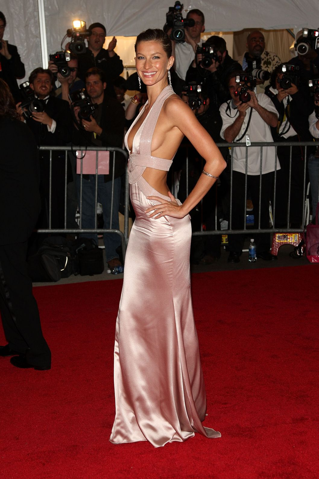 NEW YORK - MAY 05:  Model Gisele Bundchen arrives at the Metropolitan Museum of Art Costume Institute Gala, Superheroes: Fashion and Fantasy, held at the Metropolitan Museum of Art on May 5, 2008 in New York City.  (Photo by Stephen Lovekin/Getty Images)