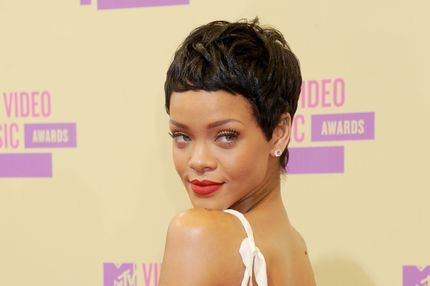 LOS ANGELES, CA - SEPTEMBER 06:  Actress/singer Rihanna arrives at 2012 MTV Video Awards at Staples Center on September 6, 2012 in Los Angeles, California.  (Photo by Gregg DeGuire/WireImage)