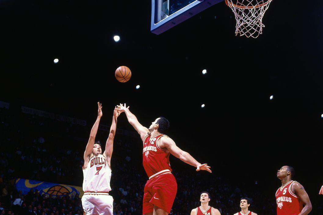 Toni Kukoc #7 of the Chicago Bulls shoots against Olympiacos as part of the 1997 McDonald's Championships on October 18, 1997 at the Palais Omnisports de Paris-Bercy in Paris, France. The Chicago Bulls defeated Olympiacos 104-78.